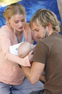 Emilie de Ravin e Dominic Monaghan nell'episodio 'Il bene superiore' di Lost