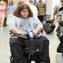 Jorge Garcia in aeroporto nell'episodio 'Esodo: parte 2' di Lost