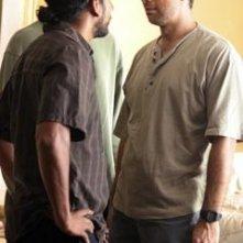 Naveen Andrews e Dariush Kashani nell'episodio 'Il bene superiore' di Lost
