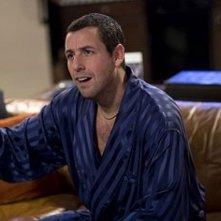 Adam Sandler in una sequenza di Io vi dichiaro marito e...marito