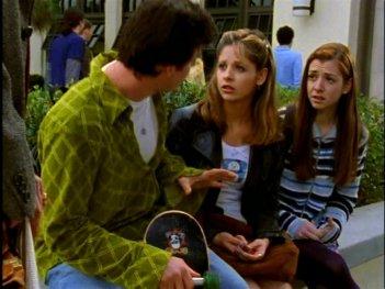 Alyson Hannigan, Sarah Michelle gellar e Nicholas Brendon in una scena di Buffy - L'ammazzavampiri, episodio L'angelo custode