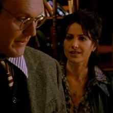 Robia LaMorte e Anthony Head in una scena di Buffy - L'ammazzavampiri, episodio Il male nella rete