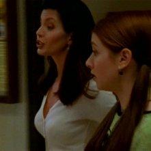 Alyson Hannigan e Charisma Carpenter in una scena di Buffy - L'ammazzavampiri, episodio La profezia