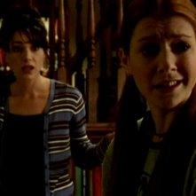 Alyson Hannigan e Robia LaMorte in una scena di Buffy - L'ammazzavampiri, episodio La profezia