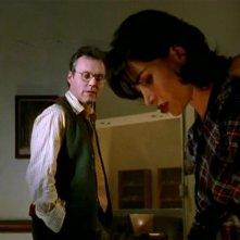 Anthony Head e Robia LaMorte in una scena di Buffy - L'ammazzavampiri, episodio La profezia
