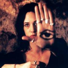 Una bella immagine di Asia Argento in una scena del film Transylvania