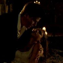 David Boreanaz e Sarah Michelle Gellar in una scena di Buffy - L'ammazzavampiri, episodio La profezia