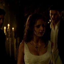 David Boreanaz, Nicholas Brendon e Sarah Michelle Gellar in una scena di Buffy - L'ammazzavampiri, episodio La profezia