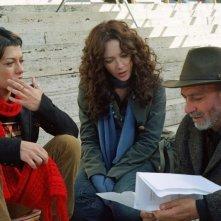 Dolcenera, Cristiana Capotondi e il regista Giancarlo Scarchilli sul set del film Scrivilo sui muri