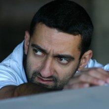 Georges Khabbaz in una scena del film Sotto le bombe