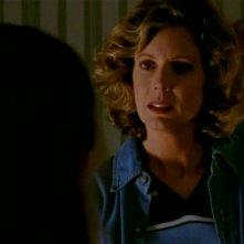 Kristine Sutherland in una scena di Buffy - L'ammazzavampiri, episodio La profezia