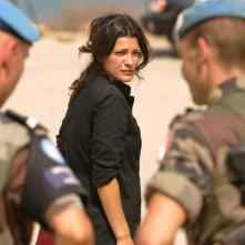 Nada Abou Farhat in una scena del film Sotto le bombe