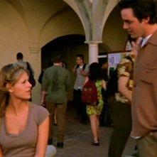 Sarah Michelle Gellar e Nicholas Brendon in una scena di Buffy - L'ammazzavampiri, episodio La profezia