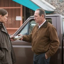 Charlize Theron e Tommy Lee Jones in una scena di In the Valley of Elah