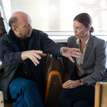 Paul Haggis e Charlize Theron sul set del film In the Valley of Elah