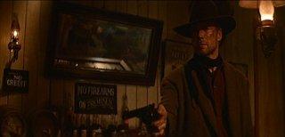 Eastwood in una scena de GLI SPIETATI