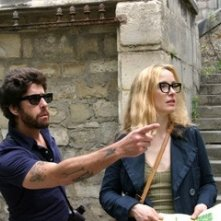 Julie Delpy e Adam Goldberg in una scena del film 2 Days in Paris
