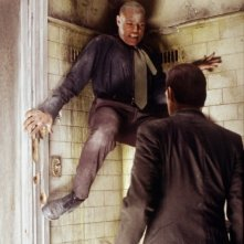 Laurence Fishburne e Hugo Weaving in una scena di MATRIX