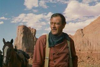 John Wayne in una scena di SENTIERI SELVAGGI