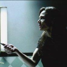 Lena Olin in una scena di DARKNESS