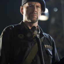 Willis in una scena del film Planet Terror, episodio del double feature  Grind House