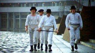 James Marcus, Michael Tarn, Malcolm McDowell e Warren Clarke e  in una scena di ARANCIA MECCANICA