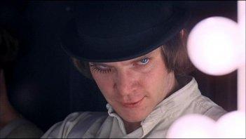 Malcolm McDowell in una scena di ARANCIA MECCANICA, diretto da Stanley Kubrick