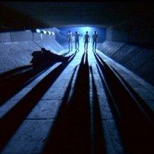 Paul Farrell, Warren Clarke, Malcolm McDowell, James Marcus e Michael Tarn in una sequenza di ARANCIA MECCANICA