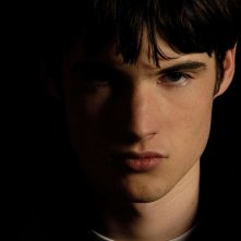 Tom Sturridge in una scena del film Symbiosis - Uniti per la morte