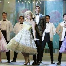 Brittany snow e James Marsden in una scena di Hairspray