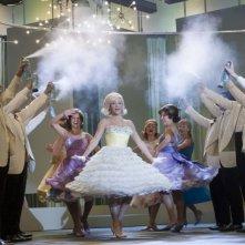 Brittany snow in una scena di Hairspray