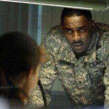 Idris Elba in una scena del film 28 Weeks Later