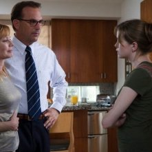 Marg Helgenberger, Kevin Costner e Danielle Panabaker in una scena del film Mr. Brooks
