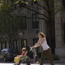 Nicholas Art e Scarlett Johansson in una scena di Il diario di una tata (2007)