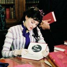 Romola Garai in una scena del film Angel - la vita, il romanzo