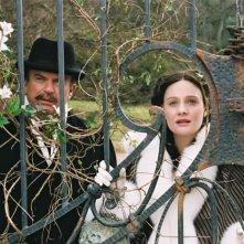 Sam Neill e Romola Garai in una scena del film Angel
