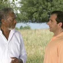 Steve Carell accanto a Morgan Freeman in una scena di Un'impresa da Dio