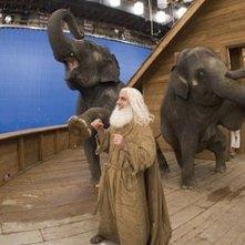 Steve Carell barbuto e canuto in una scena di Un'impresa da Dio