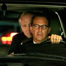 William Hurt e Kevin Costner in una scena del film Mr. Brooks