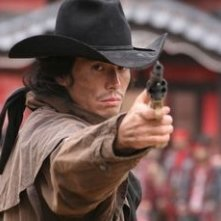 Hideaki Ito in una scena di Sukiyaki Western Django