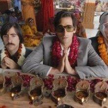 Jason Schwartzman, Owen Wilson e Adrien Brody in una scena de Il treno per il Darjeeling (2007)