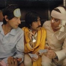 Jason Schwartzman, Owen Wilson e Adrien Brody in una scena de Il treno per il Darjeeling