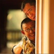 Jiang Wen e Anthony Wong Chau-Sang in una scena di The Sun Also Rises