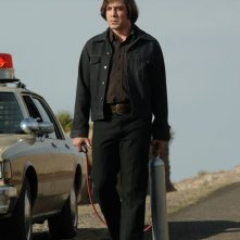 Javier Bardem in una scena del film No Country for Old Men dei fratelli Coen