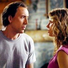 Nicolas Cage con Jessica Biel in una scena del film Next