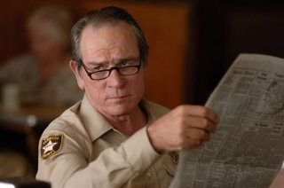 Tommy Lee Jones in una scena del film No Country for Old Men
