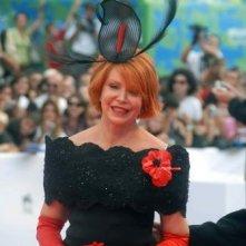 Venezia 2007: Marina Ripa di Meana con uno dei suoi fantasiosi cappelli