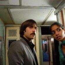 Jason Schwartzman in una scena de Il treno per il Darjeeling
