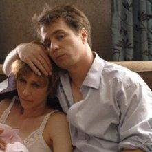 Vera Farmiga e Sam Rockwell in una scena di Joshua