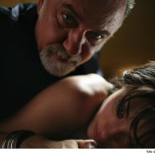 Carolina Crescentini con Giorgio Faletti in una scena del film Cemento armato